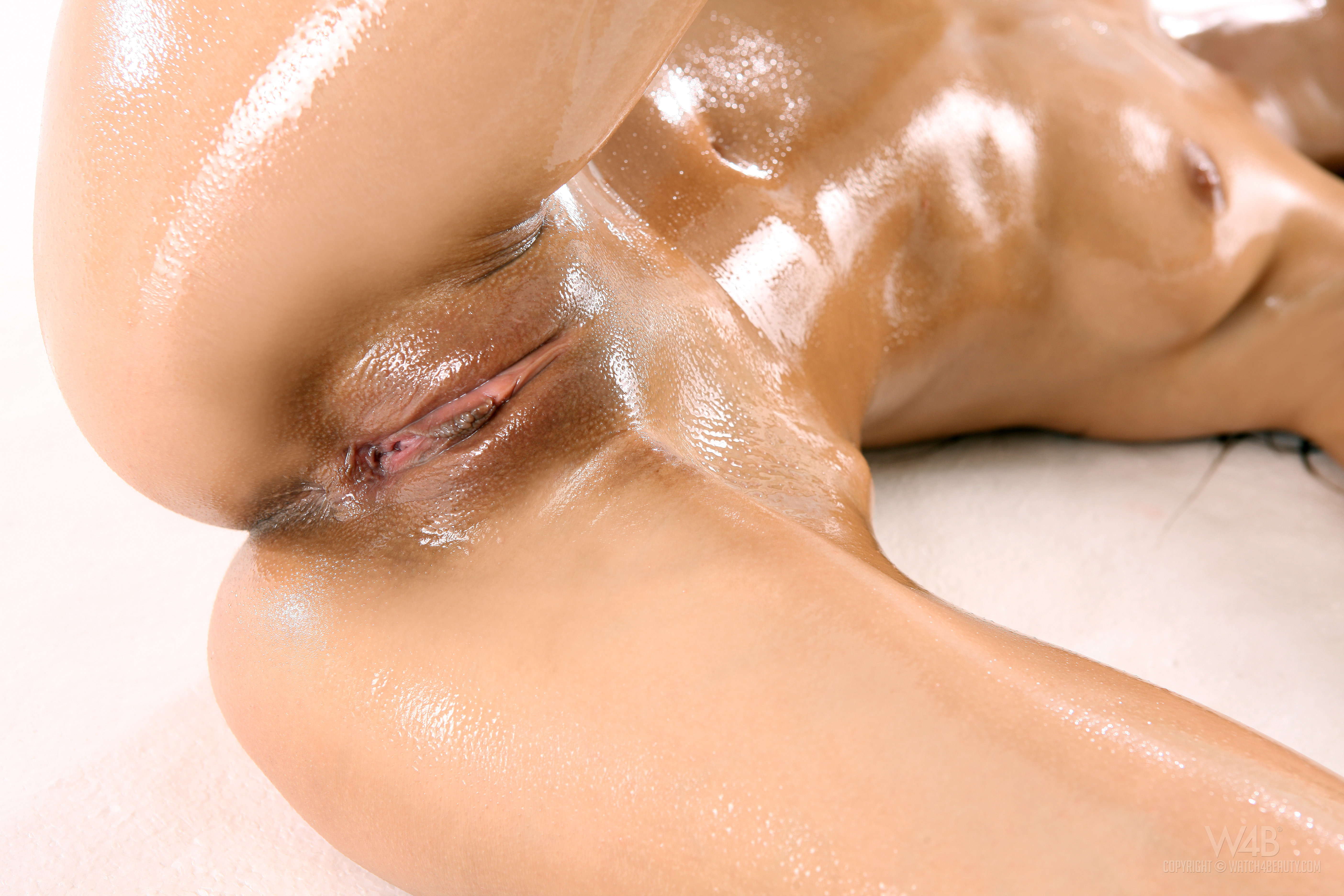 Hot Oiled Pussy Close Up